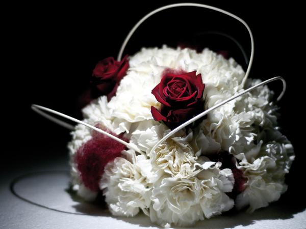 Decorando le vostre nozze con i fiori de La Corte delle Essenze riceverete un omaggio a sorpresa