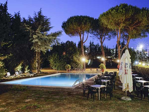 Prezzi speciali su menù di nozze feriali e fuori stagione presso il ristorante Pulcinella