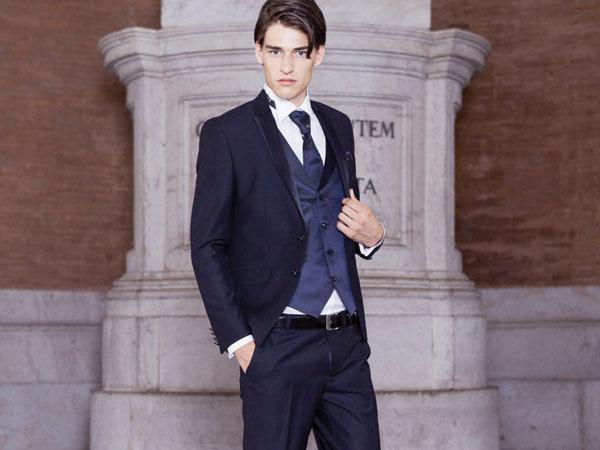 Il vostro abito da sposo completo di camicia, scarpe e accessori a 700 euro: si può da Sesto Senso