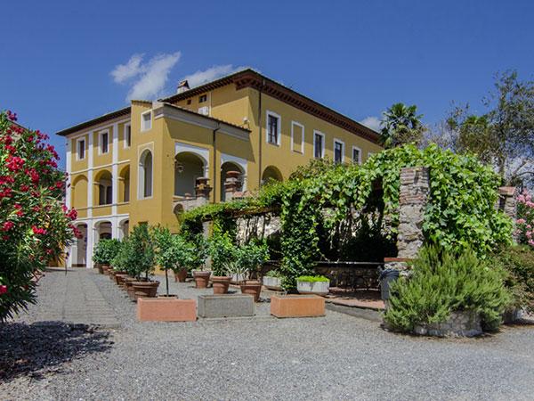 Suite in omaggio la notte del matrimonio per gli sposi che scelgono Villa Cheli Hotel Ristorante