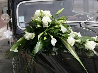 Come allestire appropriatamente ed elegantemente l'auto degli sposi