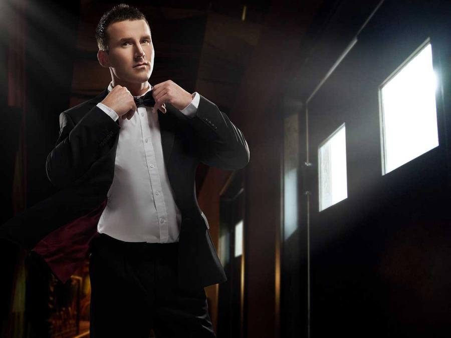 Alcuni consigli per la difficile scelta del tessuto per l\'abito dello sposo