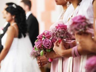 Le damigelle a fianco della sposa nel suo speciale giorno delle nozze
