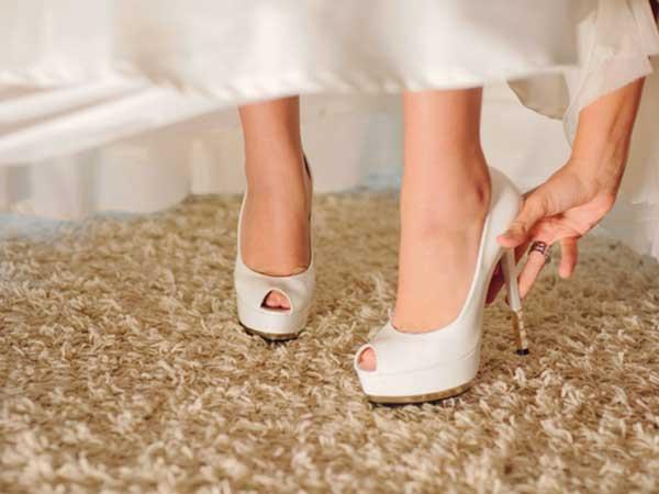 Scegliendo l'abito da sposa presso Viola Atelier, riceverete le vostre scarpe in omaggio