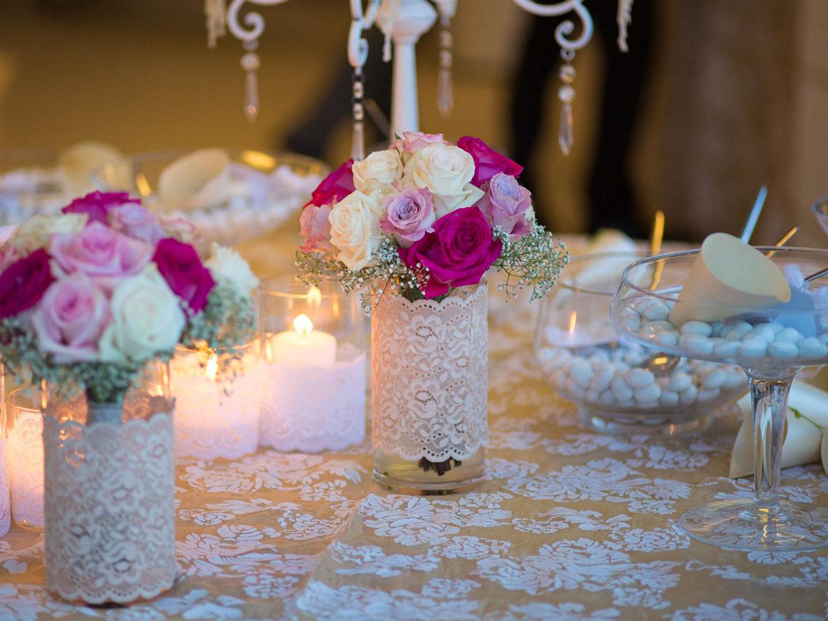 Addobbi e allestimenti floreali in stile romantico per il - Addobbi tavoli matrimonio casa ...
