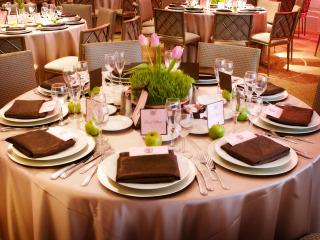 Cosa non deve mancare e cosa si può aggiungere sulla tavola di un ricevimento di nozze
