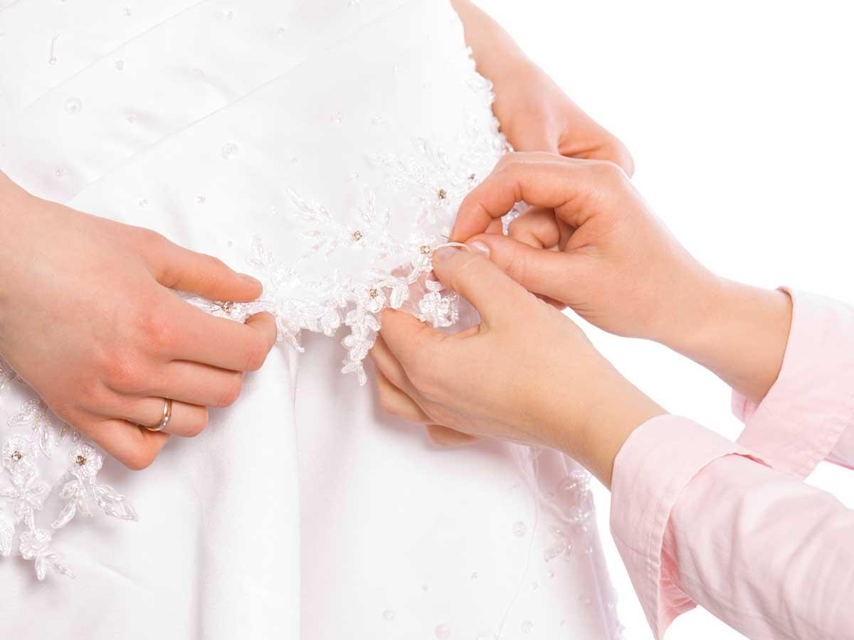 Gli ultimi ritocchi per il vostro abito abito da sposa, il più importante