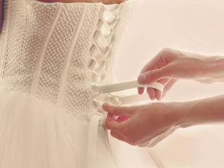 Il corpetto dell\'abito da sposa: un tocco romantico ed elegante a cui è difficile dire di no