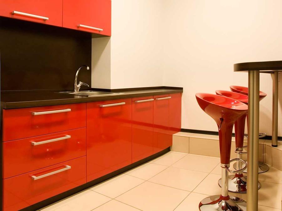 Per la cucina si impiegano materiali quali il rovere e laminati ...
