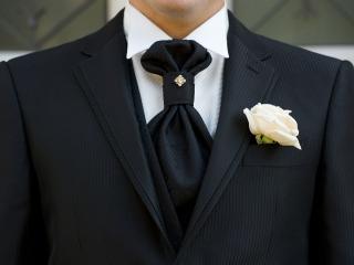 L'abito da sposo che segue la moda e le tendenze più eleganti