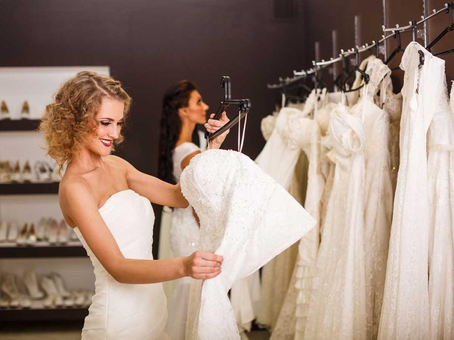 Passo per passo, dalla scelta, alle prove, alla realizzazione di un sogno per l'abito da sposa