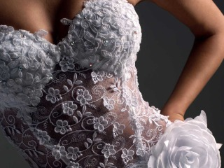 Tendenze audaci con nuovi tagli e nuovi colori per un abito da sposa di carattere