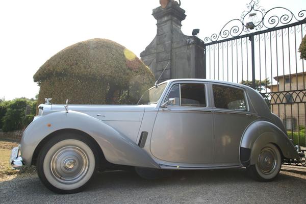 Vantaggiosissimo 10% di sconto per chi prenota il noleggio dell'auto modello Bentley da F1 Motori