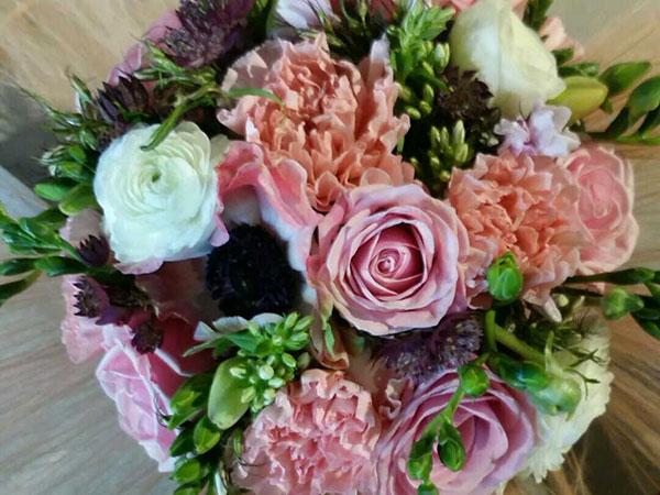 La Bottega Fiorita e le sue creazioni floreali regalano ai futuri sposi l'irrinunciabile wedding bag