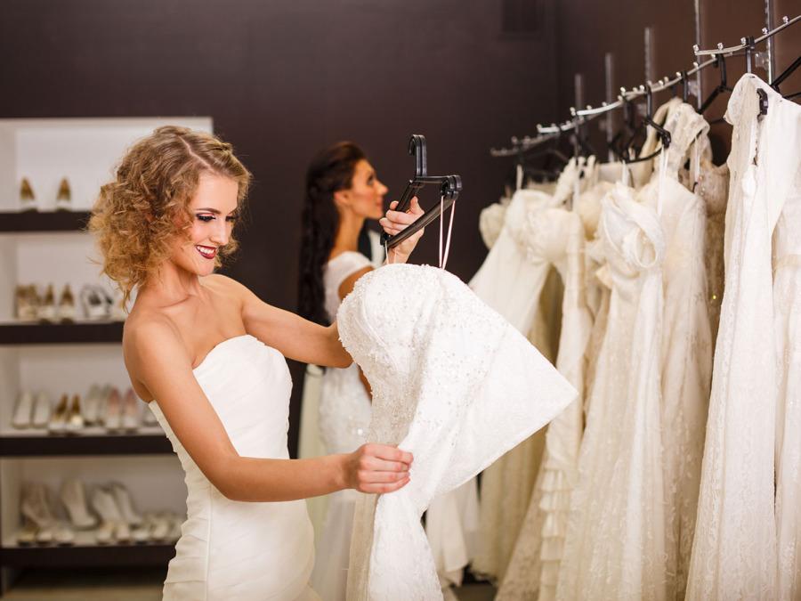 Alla ricerca della giusta ispirazione per la difficile scelta dell'abito da sposa