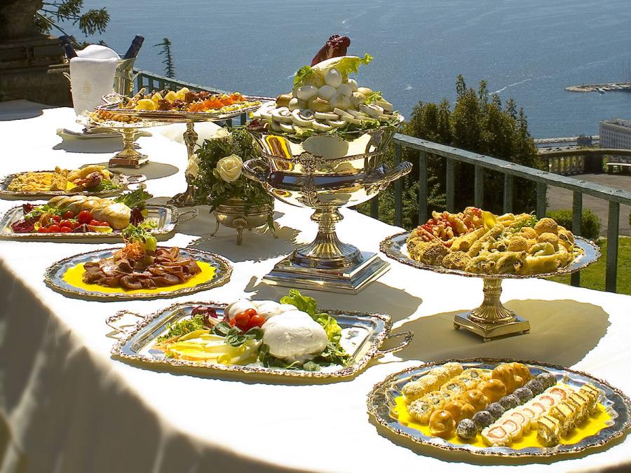 Bella stagione e tanti invitati al vostro ricevimento di nozze… la soluzione è il buffet!