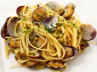Italia, pizza, pasta e mandolino: non c'è festa di matrimonio... senza pasta nel menù