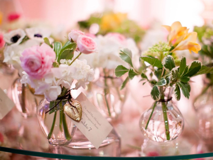 Ricevimento di nozze all'insegna dei colori e dei delicati profumi della primavera