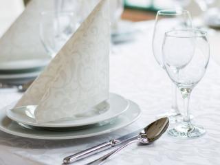 Cosa dice il galateo in merito ai posti a tavola del matrimonio? Ecco alcune regole prima e durante il ricevimento di nozze