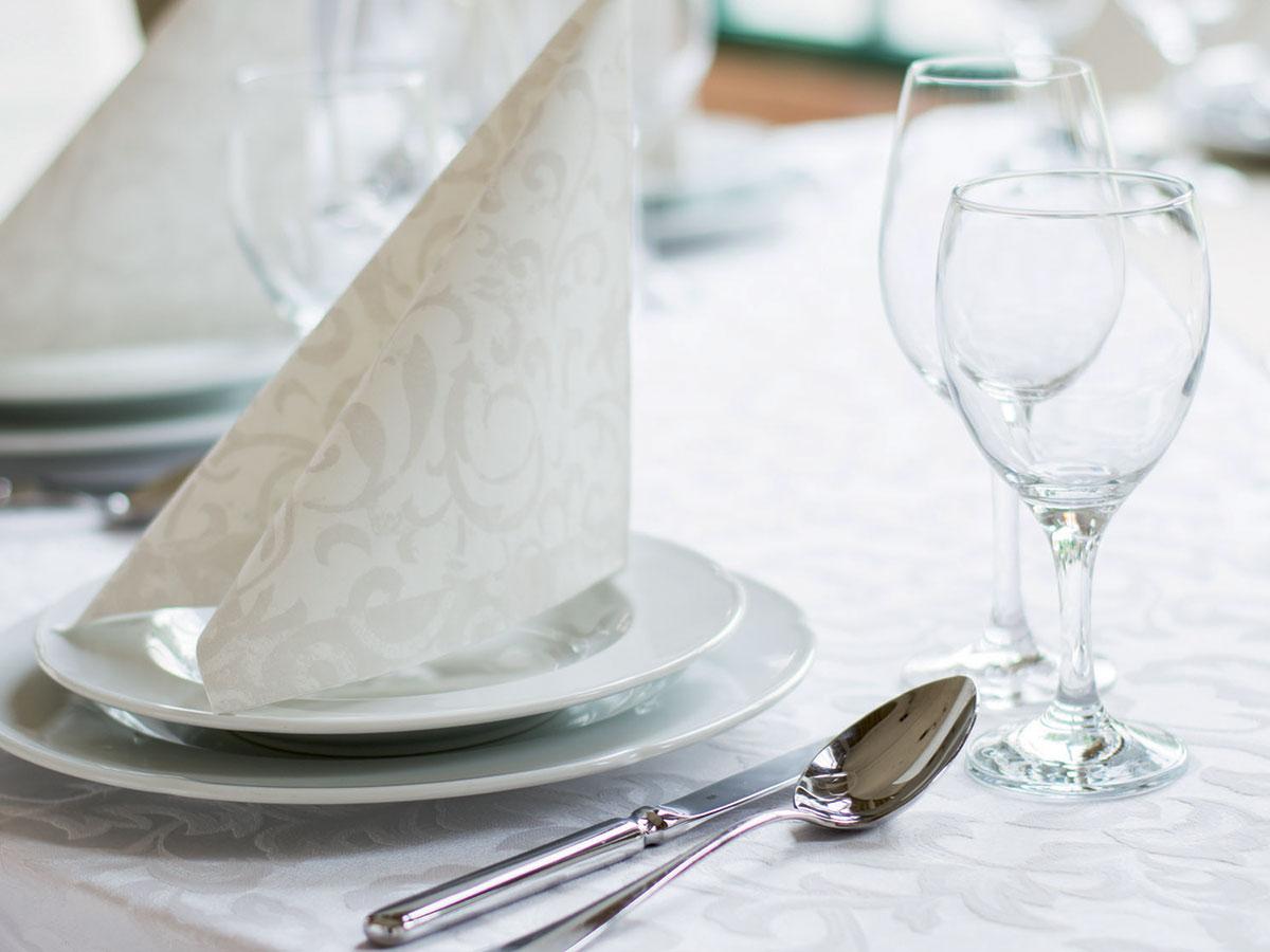 Cosa dice il galateo in merito ai posti a tavola del - Regole del galateo a tavola ...