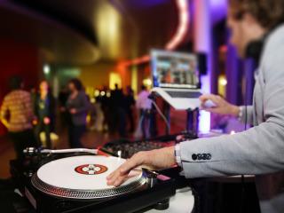 Let the music play… anche e soprattutto durante il ricevimento di nozze