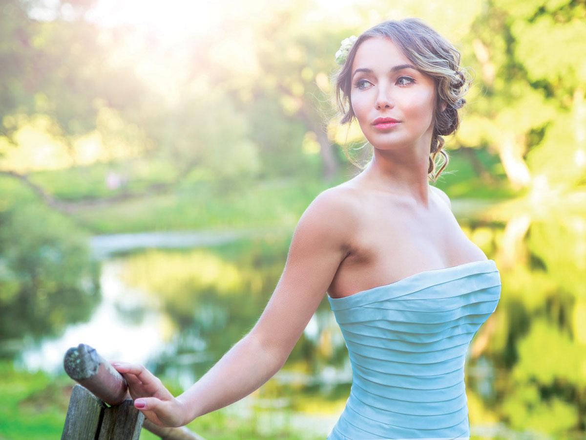 Meno formale ma ugualmente elegante: anche il rito civile ha le sue regole per la sposa