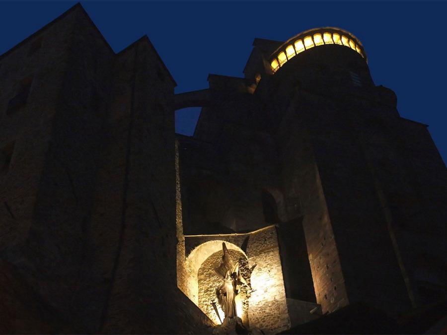 Le foto del matrimonio alla Sagra di San Michele nei pressi di Torino
