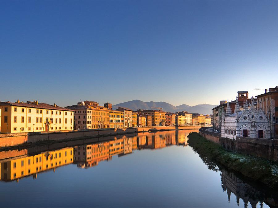 I Lungarni Pisani diventano il set ideale per il servizio fotografico delle nozze a Pisa