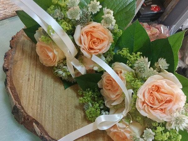 Ancora una volta La Bottega Fiorita stupisce con le sue originali creazioni floreali e con un'offerta vantaggiosa dai temi delicati