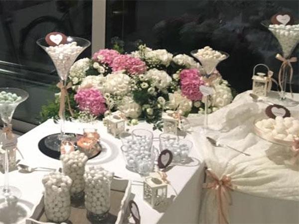 Confettata in omaggio agli sposi che prenoteranno per le nozze il Relais Villa Valfiore entro luglio