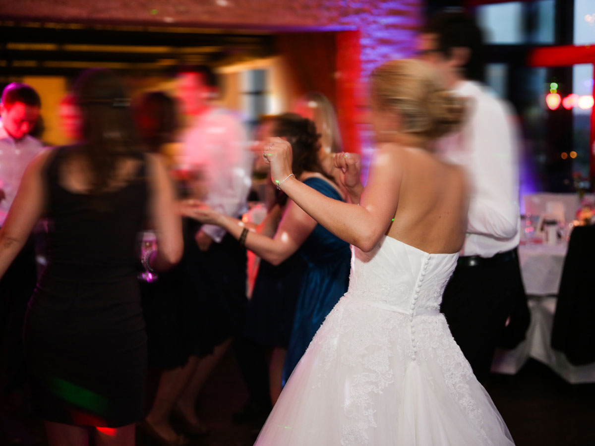 E alla fine del banchetto di nozze… open bar e danze sfrenate fino all'alba