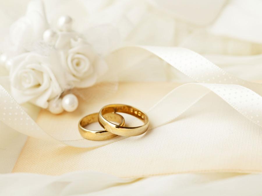 L'anello di fidanzamento: come scegliere il simbolo o l\'investimento del vostro amore