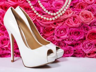 L'accessorio più importante, le scarpe da sposa: tacchi alti ma comodi grazie al plateau