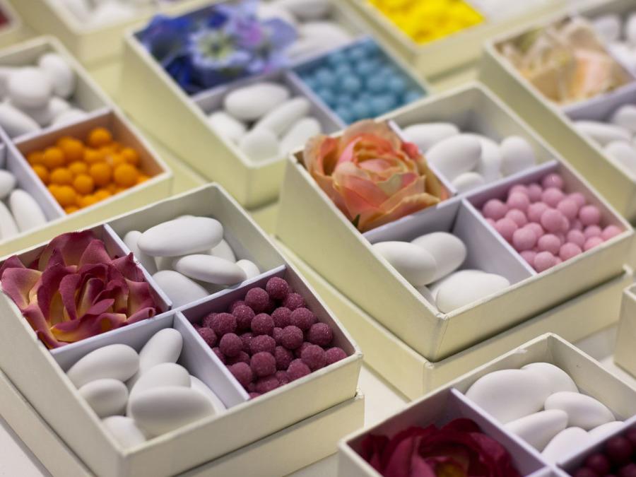 Non dimenticate di organizzare una elegante, golosa e coloratissima confettata