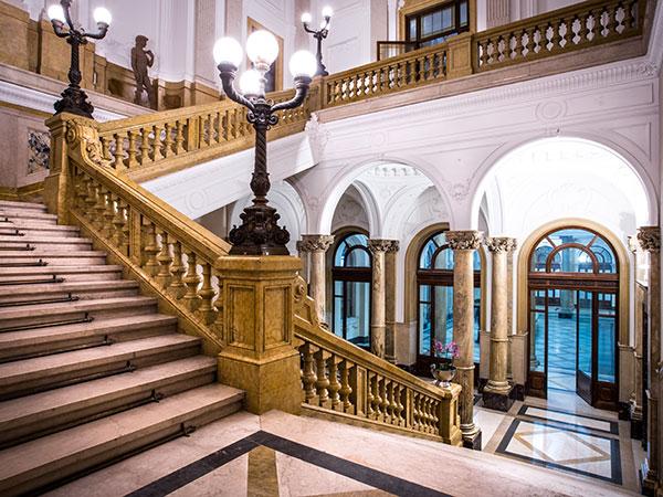 Il pernottamento nella suite è in omaggio per gli sposi che scelgono la location Palazzo della Luce