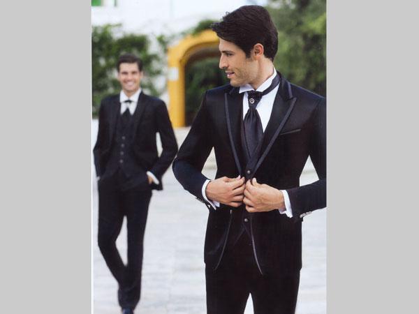 Riparazioni, gemelli e camicia sono in omaggio con l'acquisto dell'abito da sposo da Marilisa Atelier