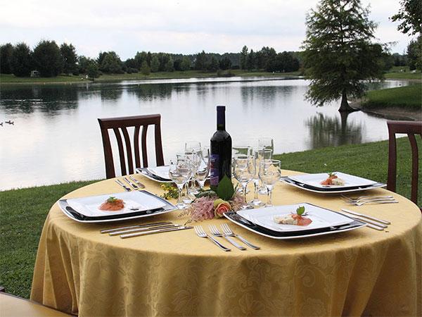 Il ristorante Lago la Sirenetta coccola gli ospiti più piccoli con menù dedicati a un prezzo speciale