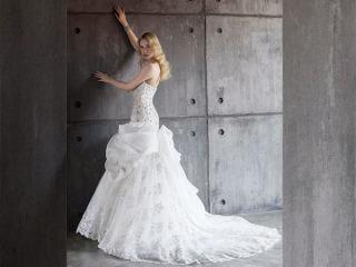 Acquistando l'abito da sposa presso l'atelier Marilisa, gli irrinunciabili accessori sono in omaggio