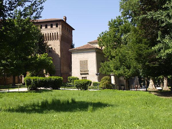 Prezzi speciali per l'affitto del Castello di Cavour nei giorni feriali o fuori stagione