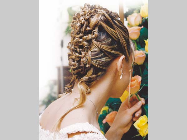 Il servizio sposa a domicilio di Elena Neve viene proposto al prezzo speciale di 500 euro
