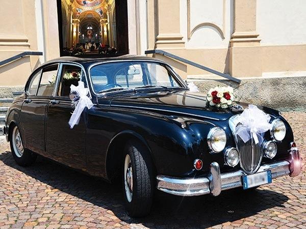 Se vi sposate di domenica o in settimana il Jaguar mk2 è vostro con il 20% di sconto da Roby Cars