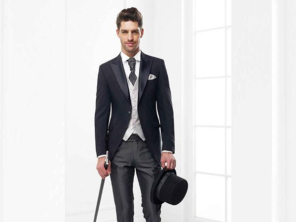 Vantaggioso sconto del 5% sugli eleganti abiti da sposo disponibili presso Bili Atelier