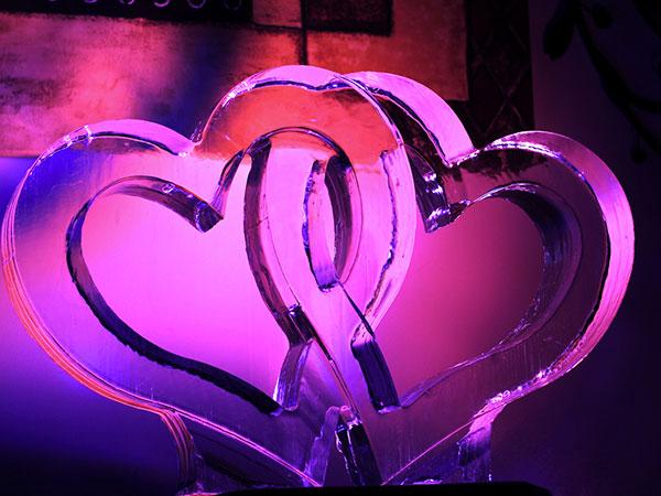 Presso Cubetto potrete acquistare 3 sculture di ghiaccio al prezzo promozionale di 600 euro