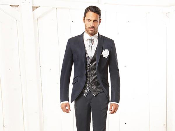 La boutique L'Uomo Drink di Torino sconta dal 20 al 30% gli abiti da sposo di fine collezione