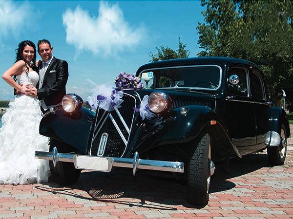 Autista e addobbo floreale da 250 euro per gli sposi che affittano un'auto da Roby Cars