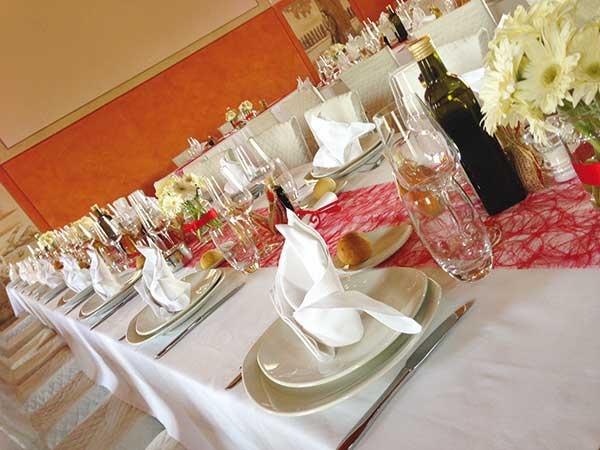 In omaggio il buffet di dolci a finger food per gli sposi che scelgono l'Agriturismo Rubbio per le nozze
