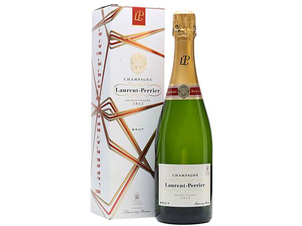 Da Marcos Atelier una bottiglia di champagne alla sposa