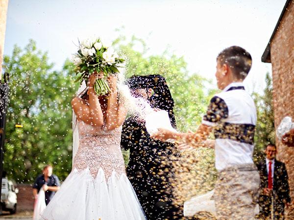 Lo studio fotografico Foto Bouquet regala ai promessi sposi il 5% di sconto sul servizio per le nozze