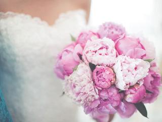 Il bouquet della sposa è in omaggio scegliendo gli allestimenti floreali da Pan di Zucchero
