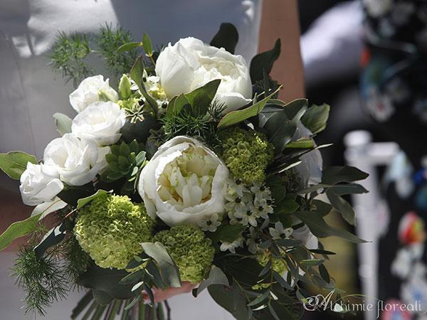 Alchimie Floreali offre in omaggio il bouquet da lancio per la sposa e la bottoniera per lo sposo
